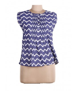 women white zig zag print top